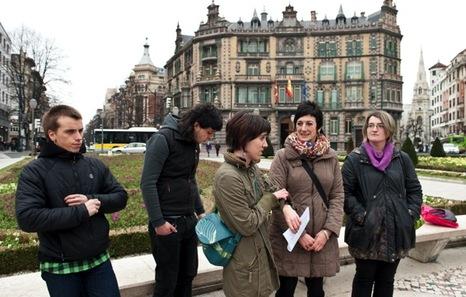 Maite Aristegi Amaiurko diputatuaren babesa izan dute gazteek. (Jon HERNAEZ/ARGAZKI PRESS)