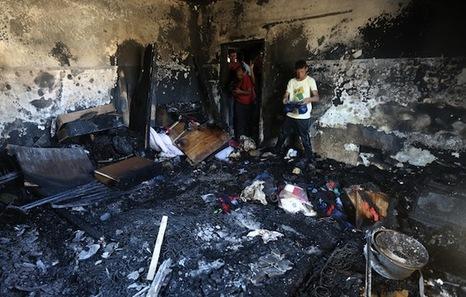 Palestina: Violencia ejercida por Israel en la ocupación. Respuestas y acciones militares palestinas. - Página 10 Vivienda_incendiada