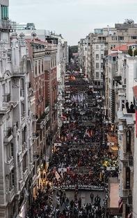 Turquía: Miles de personas denuncian la responsabilidad del Gobierno en el ataque en Ankara. Más de cien personas asesinadas en atentado con explosivos contra una marcha. Estambul