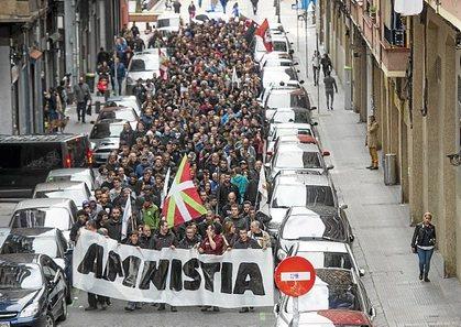 """Euskal Herria: Una multitud exige """"respeto a los derechos"""" de presos y exiliados. [vídeo] - Página 2 0403_eh_ATA2"""