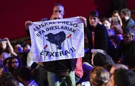 """Euskal Herria: Una multitud exige """"respeto a los derechos"""" de presos y exiliados. [vídeo] - Página 2 Iparra"""