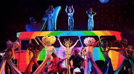Naiz agenda musical priscilla reina del desierto for Aida piscina reina del desierto