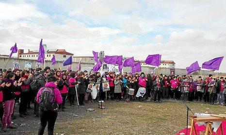 """Euskal Herria: Una multitud exige """"respeto a los derechos"""" de presos y exiliados. [vídeo] - Página 2 0212_eh_BILGUNE"""