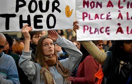 Francia: Una bomba de relojería en los suburbios [banlieue]. 0219_mun_paris