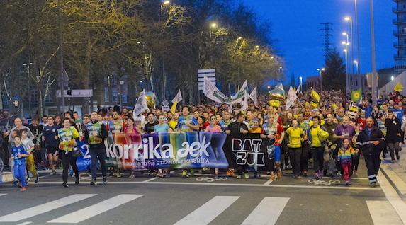 Miles de personas han corrido por las calles de Gasteiz. (Juanan RUIZ / ARGAZKI PRESS)