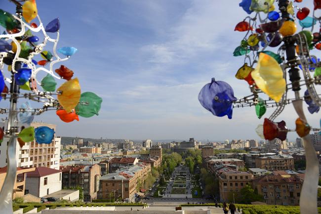 Armenia. Crece el apoyo al grupo que se hizo fuerte en una comisaría de la capital armenia. 951_Armenia08b