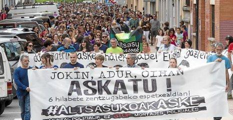 Euskal Herria: La juez Carmen Lamela de la Audiencia Nacional ordena encarcelar a seis vecinos de Altsasu. 0515_eh_altsasua1