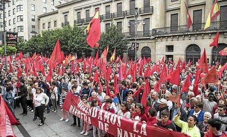 """Los partidos de la derecha navarra y española con el apoyo del PSOE, movilizan a unas 16.000 personas bajo el lema """"Defendamos la bandera de navarra. Gurea defenda dezagun"""". 0604_eg_BANDERA4"""