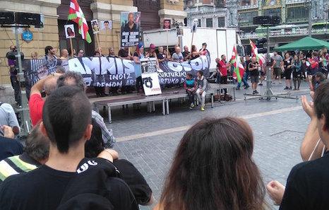 """Euskal Herria: Una multitud exige """"respeto a los derechos"""" de presos y exiliados. [vídeo] - Página 3 Mani"""