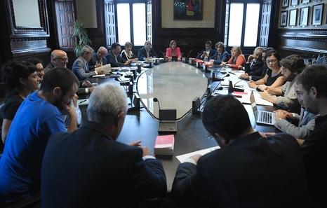 El tsjc investiga por desobediencia y prevaricaci n a la for Mesa parlament