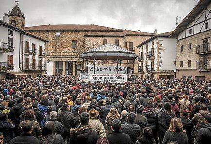Euskal Herria: La juez Carmen Lamela de la Audiencia Nacional ordena encarcelar a seis vecinos de Altsasu. 1127_eh_ALTSASU