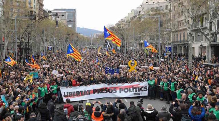 """Conflicto """"nacionalista"""" Catalunya, España. [2] - Página 13 Barcelona_mani"""