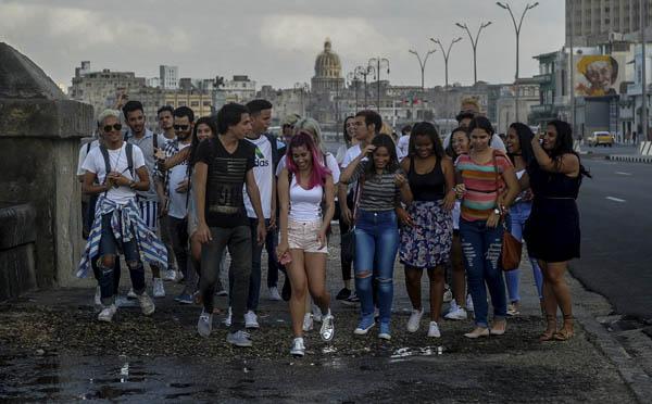 Capitalismo en Cuba, privatizaciones, economía estatal, inversiones de capital internacional. - Página 9 1003_CUBA3