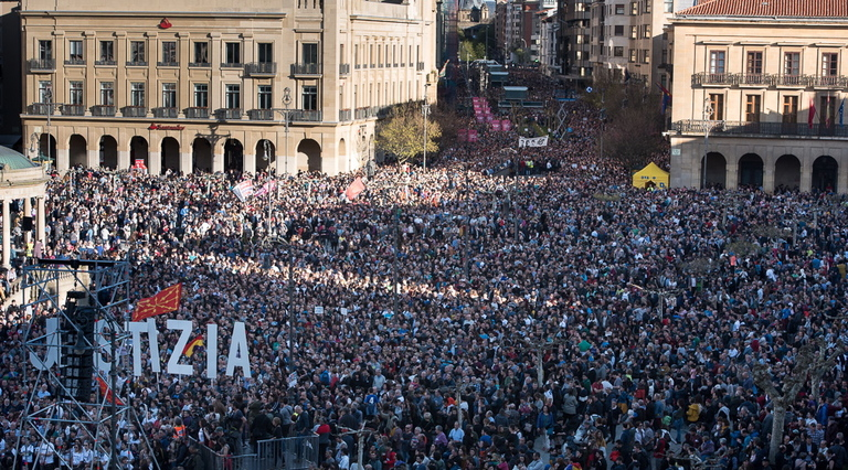 Euskal Herria: La juez Carmen Lamela de la Audiencia Nacional ordena encarcelar a seis vecinos de Altsasu. Int20180414018005