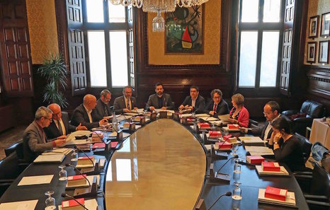 El parlament mantiene el voto delegado de carles for Mesa parlament