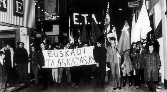 Burgosko Prozesuaren aurkako manifestazioa Baionan, 1970eko abenduaren 30ean. (Keystone Funtsa)