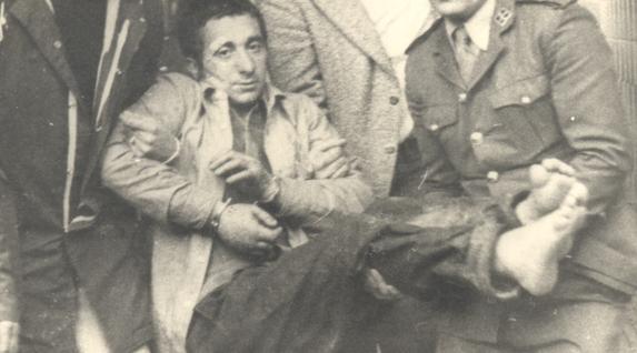 Segoviako katzelatik ihesa, 1976ko apirilean. Irudian, Carmelo Garitaonaindia atxilotua izan ondoren. (Retegui y Zubieta funtsa)