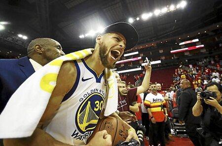 Hace uno año Golden State Warriors y Cleveland Cavaliers accedían a su  tercer cara a cara en unas Finales de la NBA ... 7b6a4797a03