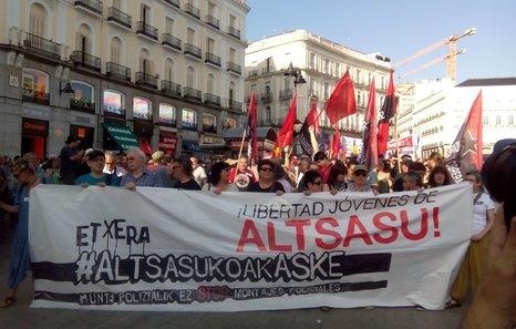 Euskal Herria: La juez Carmen Lamela de la Audiencia Nacional ordena encarcelar a seis vecinos de Altsasu. - Página 2 DgZLFoKWkAAEh5B