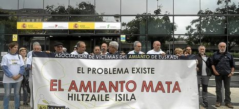Burguese$ asesinos múltiples del amianto... miles de obrer@s asesinad@s. ... Italia, España.  0629_eko_asviamie