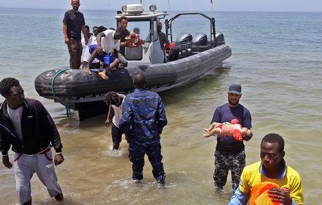 Migrantes proletarios y de otras clases, y Unión Europea - Página 35 Libia-naufragio