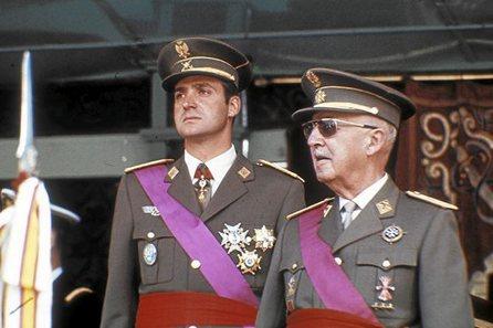 Un rey golpe a golpe. Biografía de Juan Carlos de Borbón. [HistoriaC] - Página 2 CorinnaBorbonBI