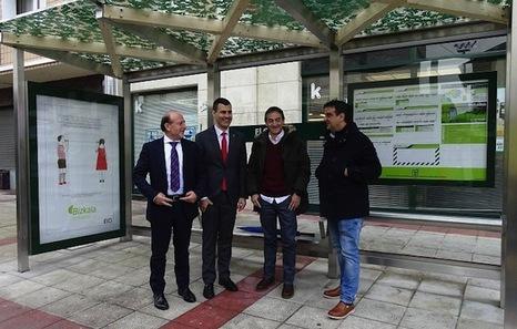 Bizkaibus instala en Muskiz la primera de sus nuevas marquesinas