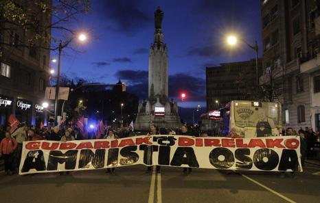 """Euskal Herria: Una multitud exige """"respeto a los derechos"""" de presos y exiliados. [vídeo] - Página 3 Ata"""