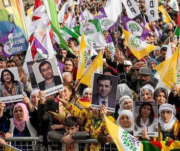 Kurdistán Norte [Turquía]: Represión, situaciones y conflictos. - Página 8 0204_mun_kurdos