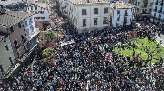 Euskal Herria: La juez Carmen Lamela de la Audiencia Nacional ordena encarcelar a seis vecinos de Altsasu. - Página 2 Altsasu02