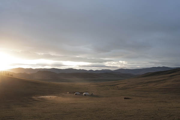 Mongolia: Votaciones, capitales extranjeros, minería del oro... salarios inferiores a 200 €. 063_MONGOLIA