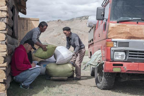 Mongolia: Votaciones, capitales extranjeros, minería del oro... salarios inferiores a 200 €. 063_MONGOLIA7