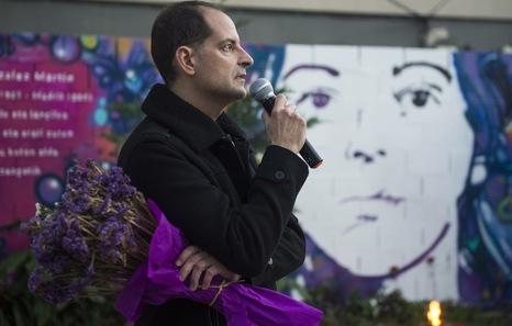 Asier, hermano de Yolanda González, en el homenaje en Deustuibarra. (Monika DEL VALLE | FOKU)