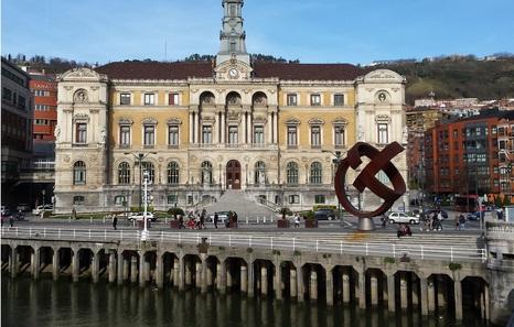 La oposición critica la actitud del Gobierno municipal ante el cártel de las consultorias