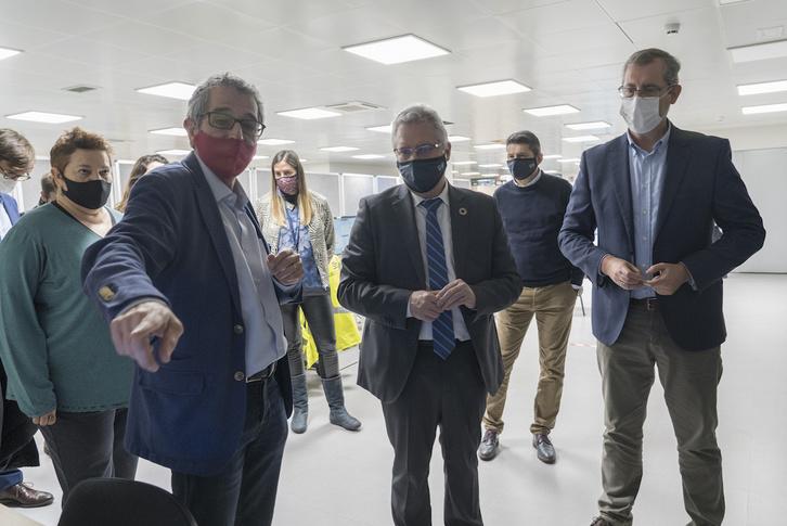 José Ignacio Asensio y Markel Olano, durante la visita a la incineradora del pasado viernes. (Gorka RUBIO/FOKU)