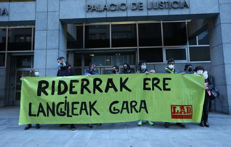 LAB exige el «reconocimiento laboral» de los trabajadores de Glovo Bizkaia