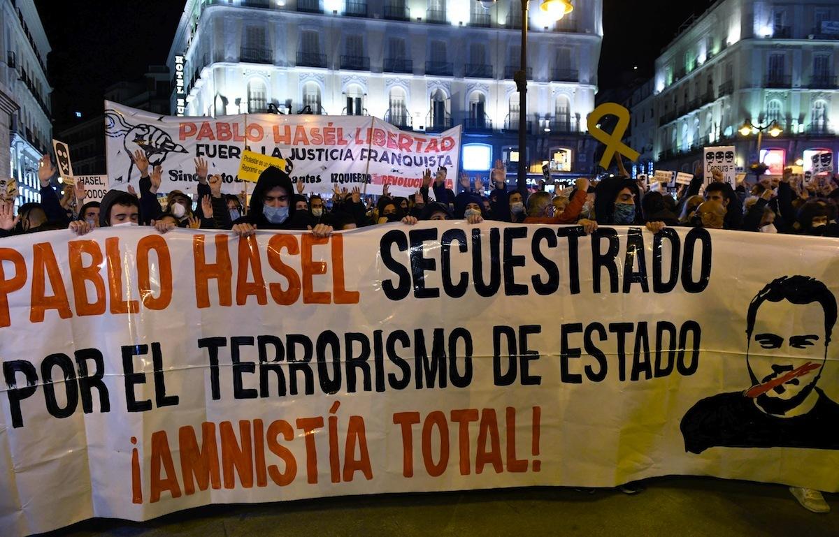 Encarcelado el rapero Pablo Hasél tras ser detenido por los Mossos en la Universidad de Lleida. Manifestaciones de apoyo y denuncia en distintas ciudades. Hasel-madrid