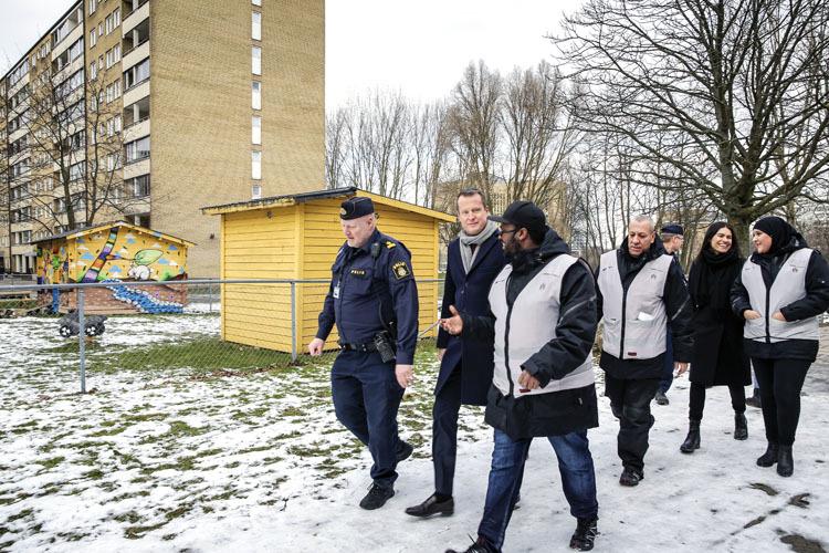 Suecia. Luchas en suburbios de inmigrantes. Sucialismo y Estado del malestar. 00053_Suedia2