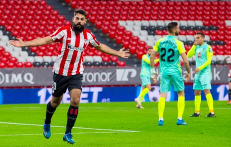 El Athletic se impone al Granada con otro zapatazo de Berenguer en el descuento (2-1)