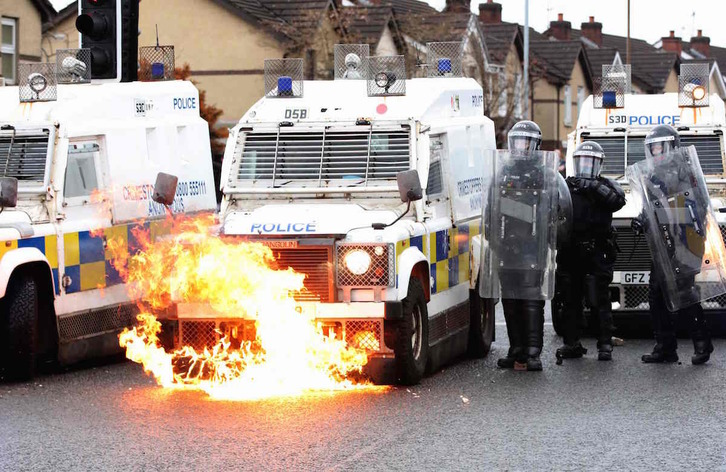 Disturbios en Belfast el pasado 8 de abril. (Paul FAITH / AFP)