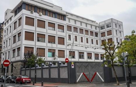 El Consistorio desoye al vecindario y concede la licencia de derribo del edificio BAM