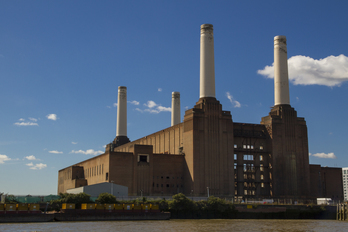 La antigua estación eléctrica Battersea Power Station, inmortalizada por Pink Floyd en su disco 'Animals' (1977). (Alberto   Pascual)