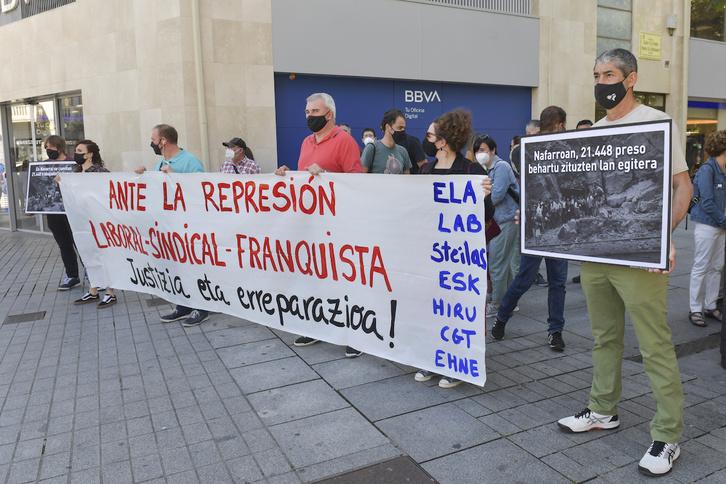 Imagen de la concentracion sindical para denunciar la represión laboral-sindical durante el franquismo. (Idoia ZABALETA/FOKU)