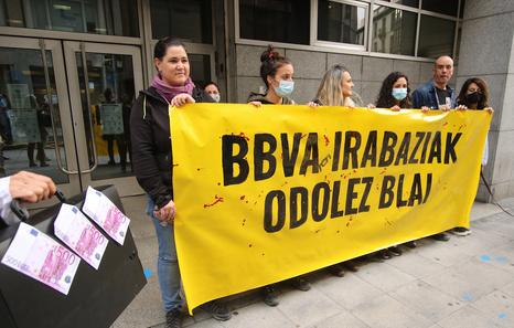 Concentración en Bilbo por unas sanciones impuestas por protestar contra el BBVA
