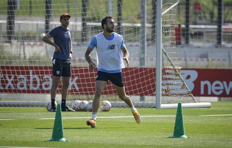 Lekue se hace con la titularidad en el lateral derecho y se gana la confianza de Marcelino