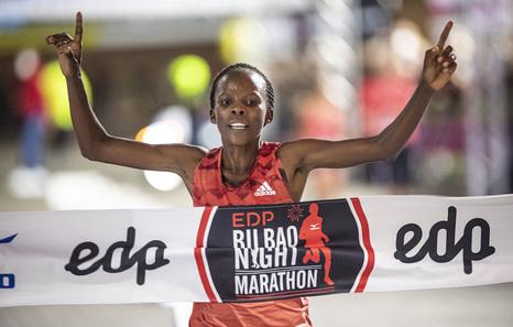 El etíope Girma y la keniana Mukhwana ganan el maratón nocturno de Bilbo